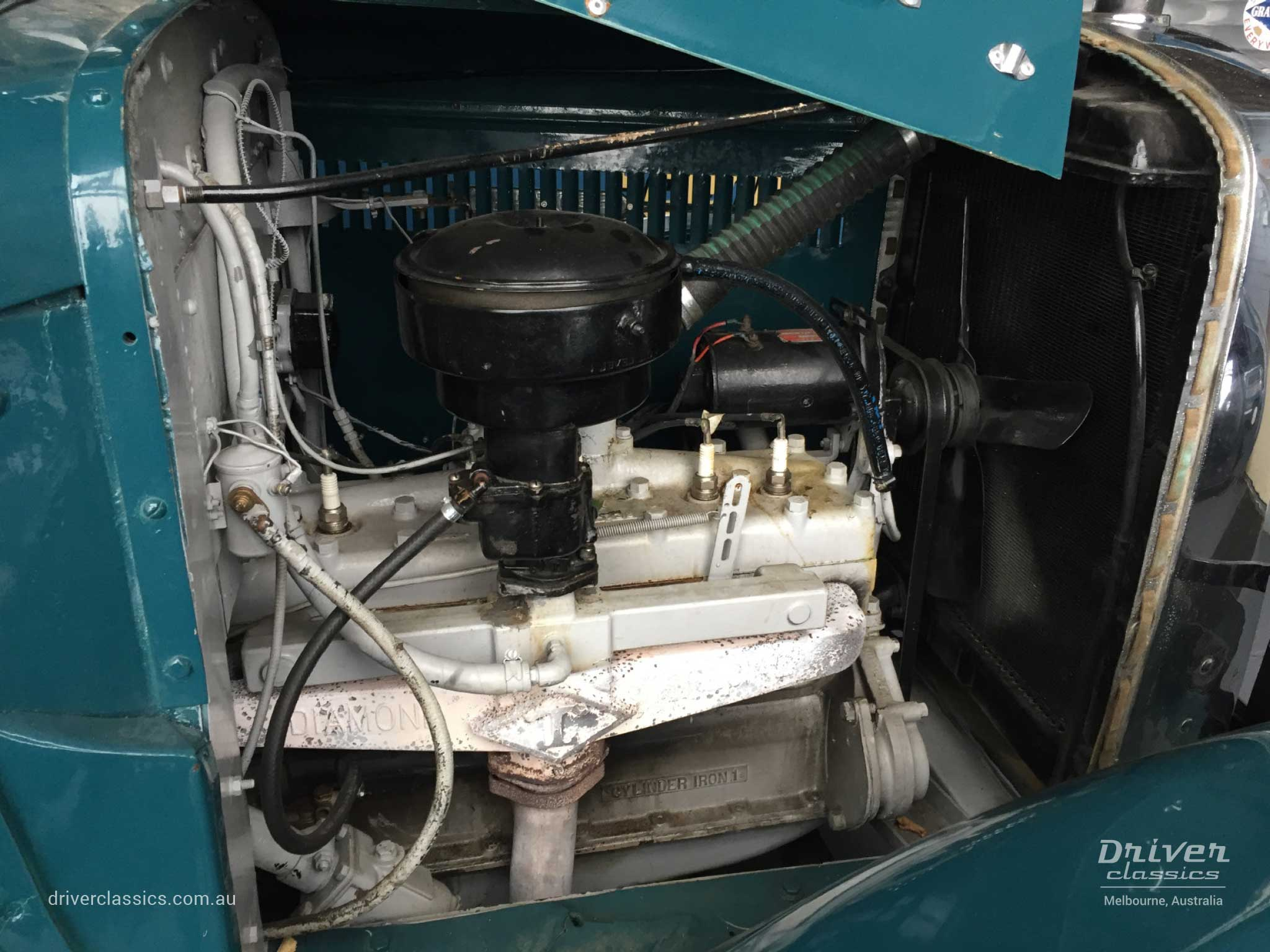 Federal Bus (1936 version), engine bay with Hercules JXA 6 cylinder engine, August 2018
