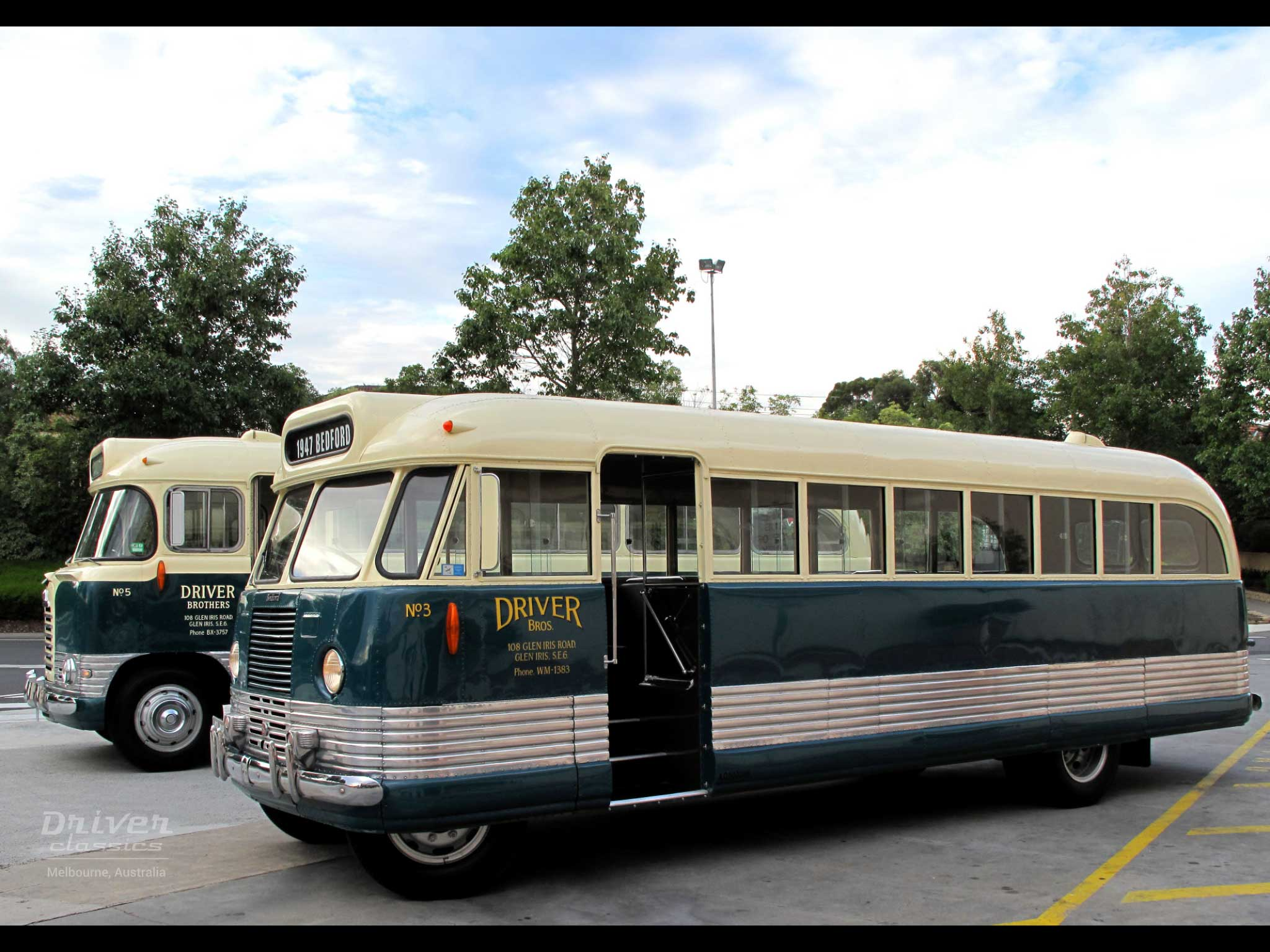 1947 Bedford OB and 1959 Bedford SB3 buses