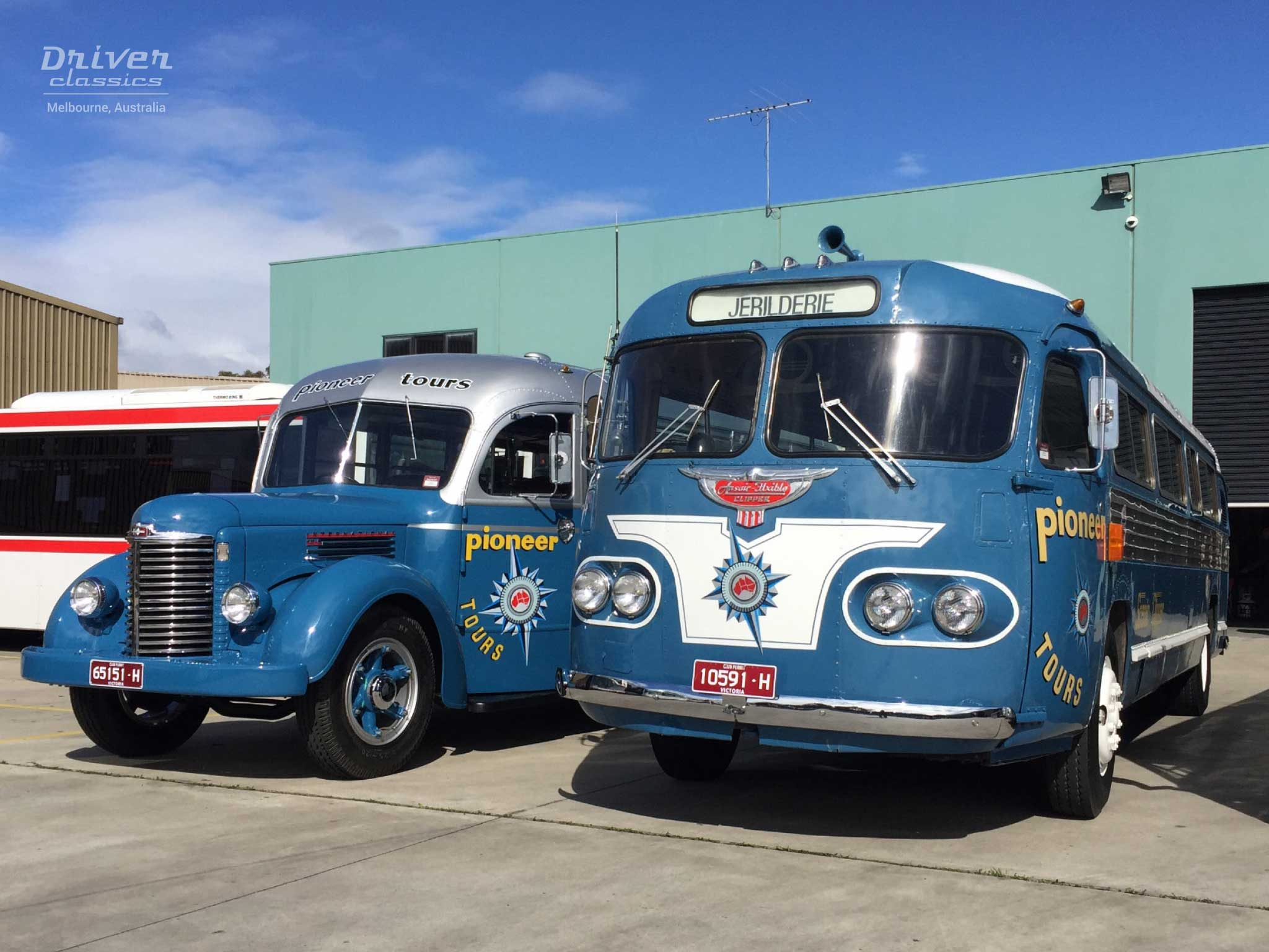 1954 Flxible Clipper and 1946 International KB6  / Ansair Roadcruiser at Moonee Valley Bus Lines, august 2016
