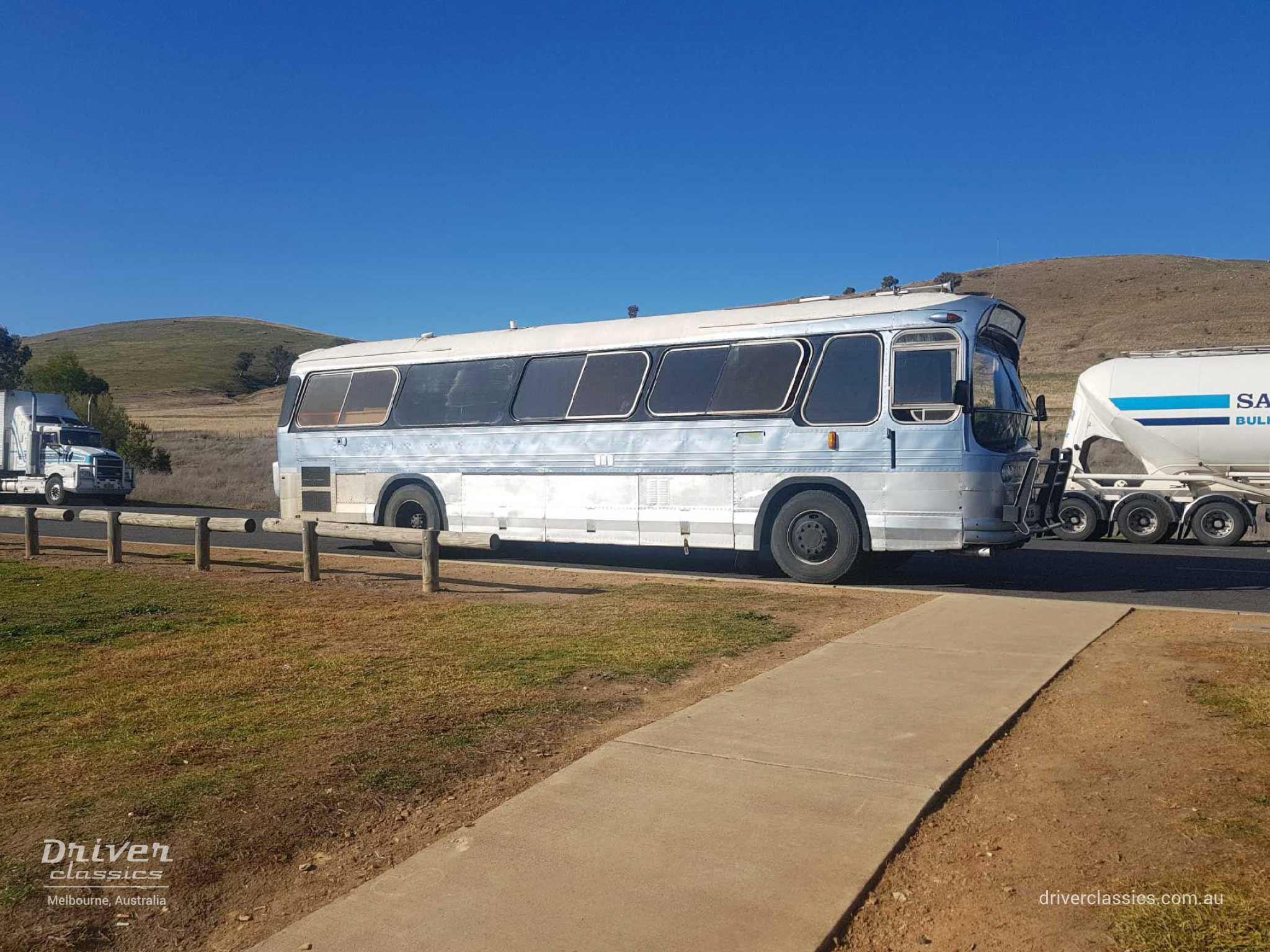 Ansair Scenicruiser bus, GMC 1967 version, side profile, en route Sydney to Melbourne, August 2018