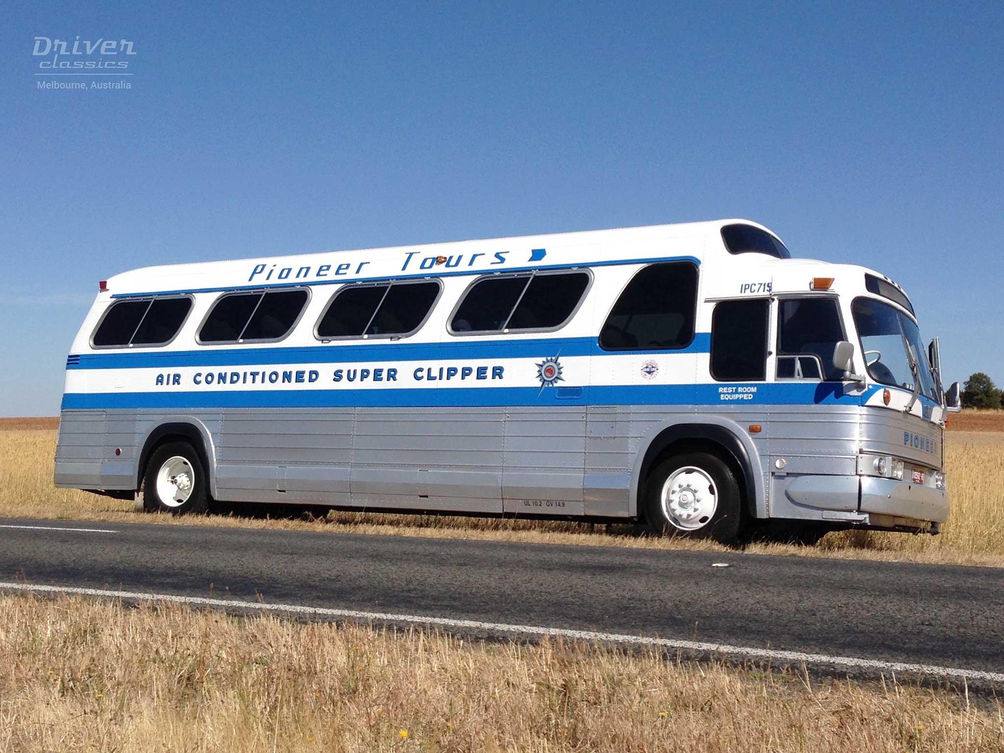 1968 GMC PD4107 bus side