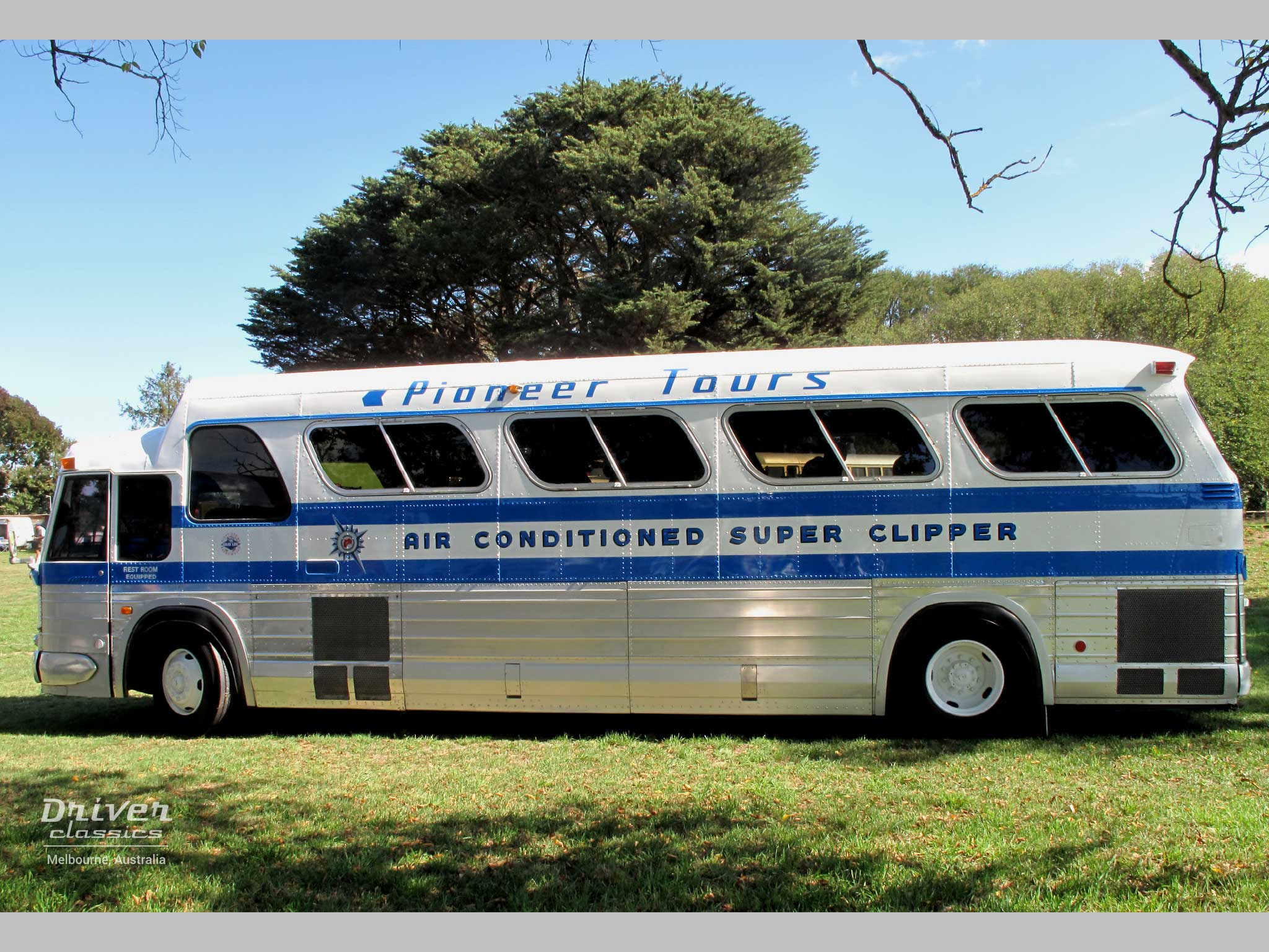 1968 GMC PD4107 bus, side profile showing rivetts, Lancefield Victoria
