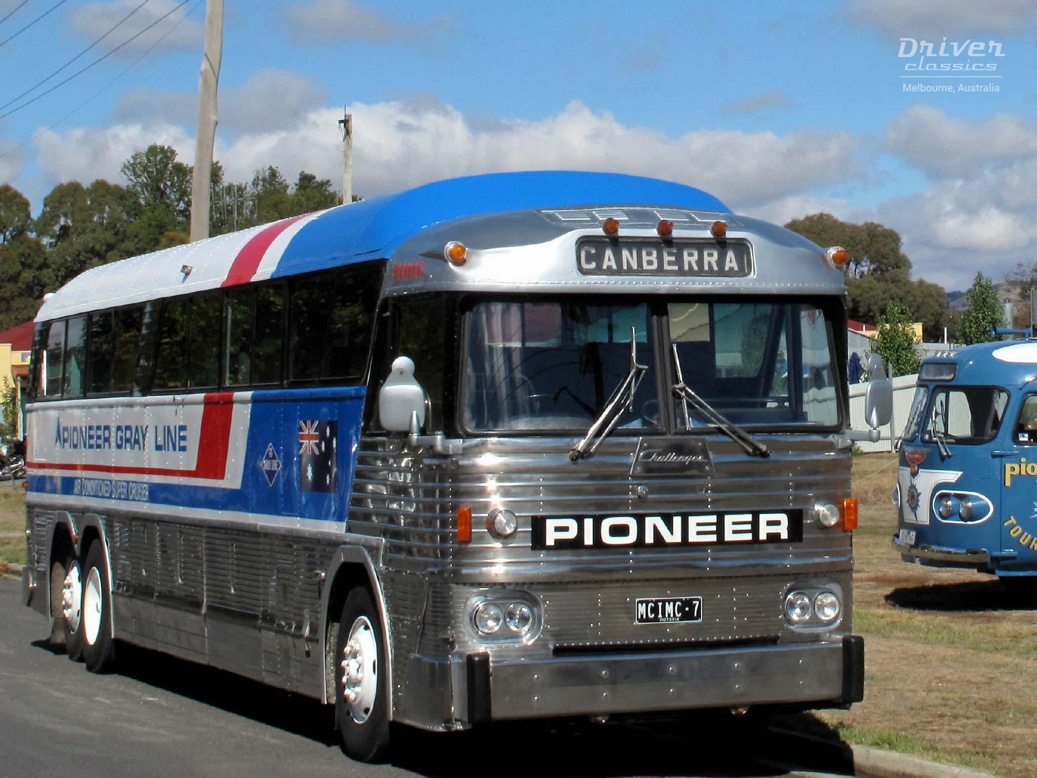 MCI MC7 bus