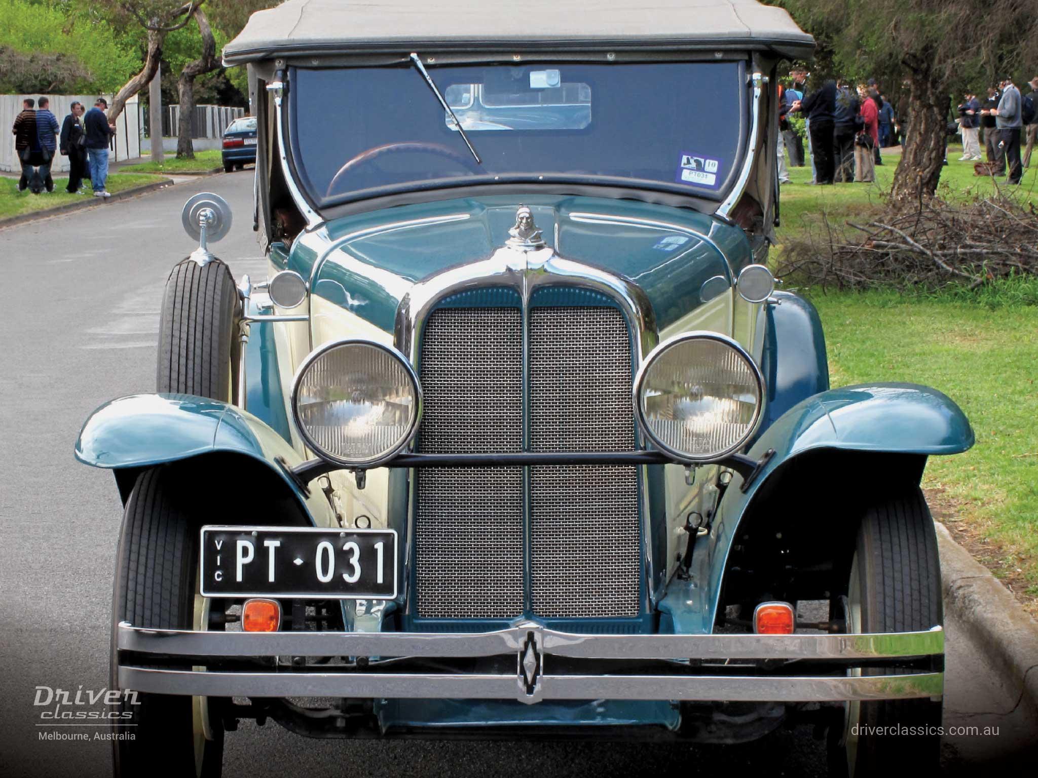 1930 Pontiac 29-6 vintage car front