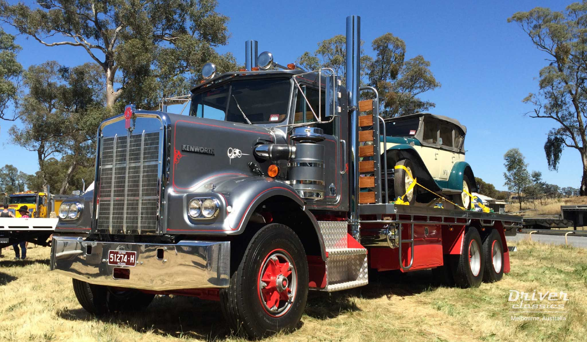 1977 Kenworth W925 truck with 1930 Pontiac 29-6 car on the back, Castlemaine VIC, November 2014