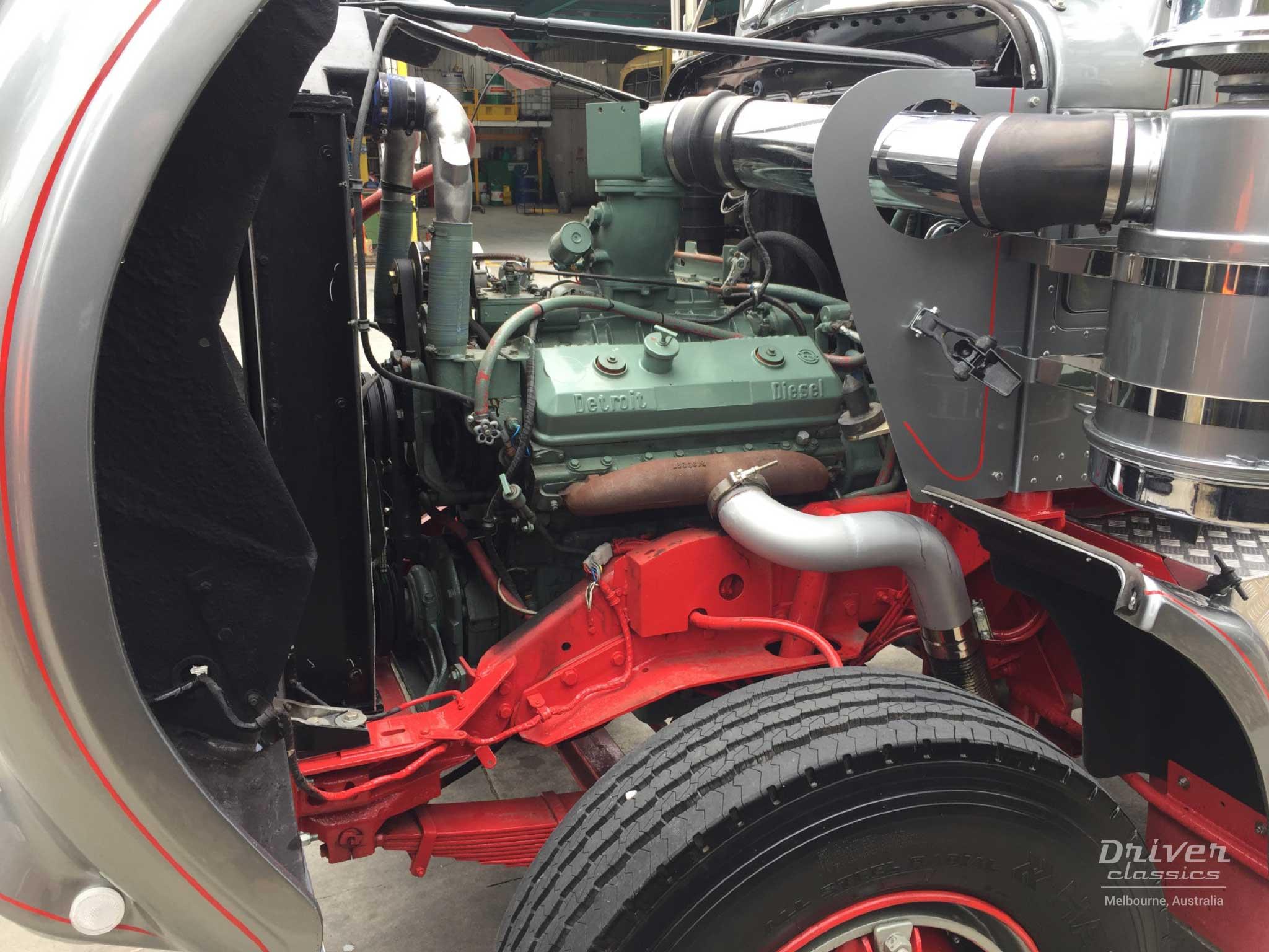 Detroit Diesel 8V71 engine in Kenworth W925