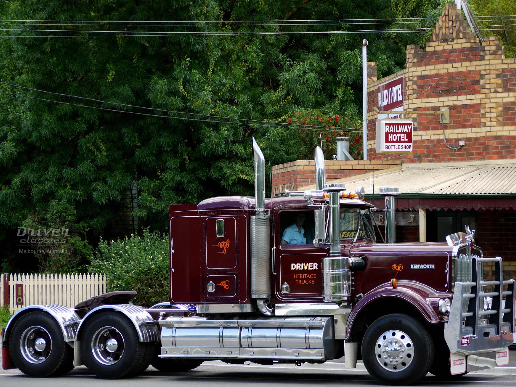 Kenworth W925 truck side